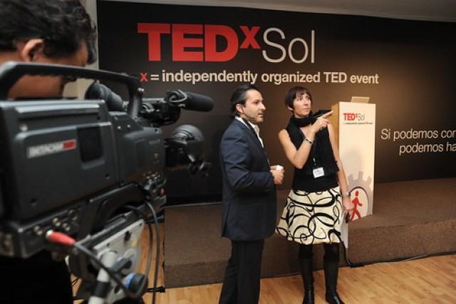 Julio Mayol y Elena Escala al quite. Foto: TEDxSol