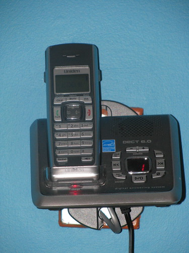 set of 3 cordless phones with answering machine