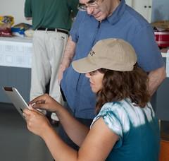 Linda/AC4LT gives Steve/N5SK and iPad demo