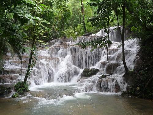 Wunderschoener Wasserfall in Palenque