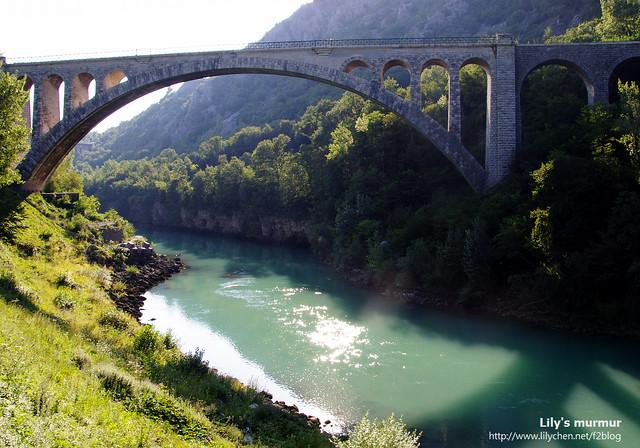 美麗的Solkan Bridge,下方是斯洛維尼亞最美麗的河流,Soca河。