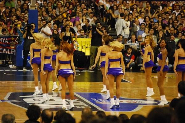 Las cheerleaders de los Lakers