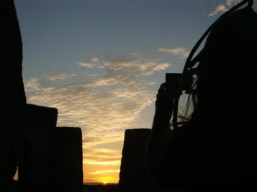 La gente disfrutando del sunset del día más largo del año