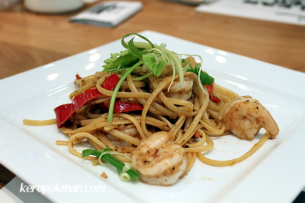 Garlic Prawns with Coriander Linguine