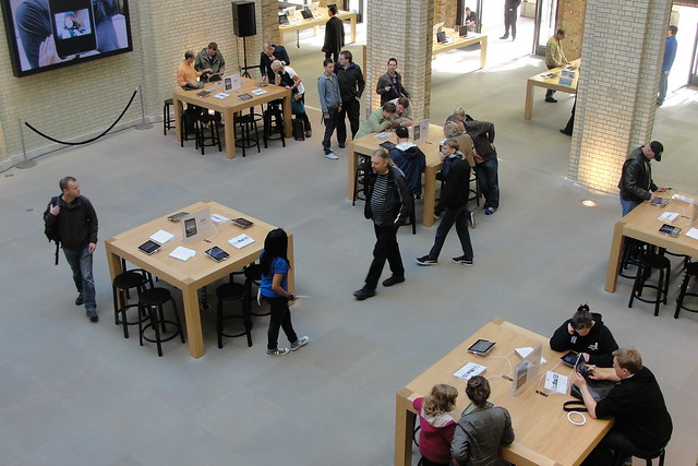 Apple Store, The Piazza