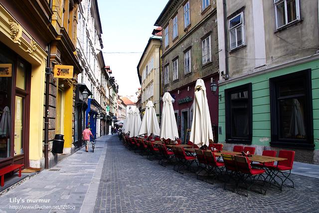 常見的露天咖啡座,不知道為什麼,總覺得在歐洲就是要有這樣的露天咖啡座跟建築相伴才對味啊。
