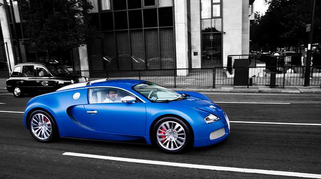 say cheese ! .......              Bugatti Veyron Bleu Centenaire.......