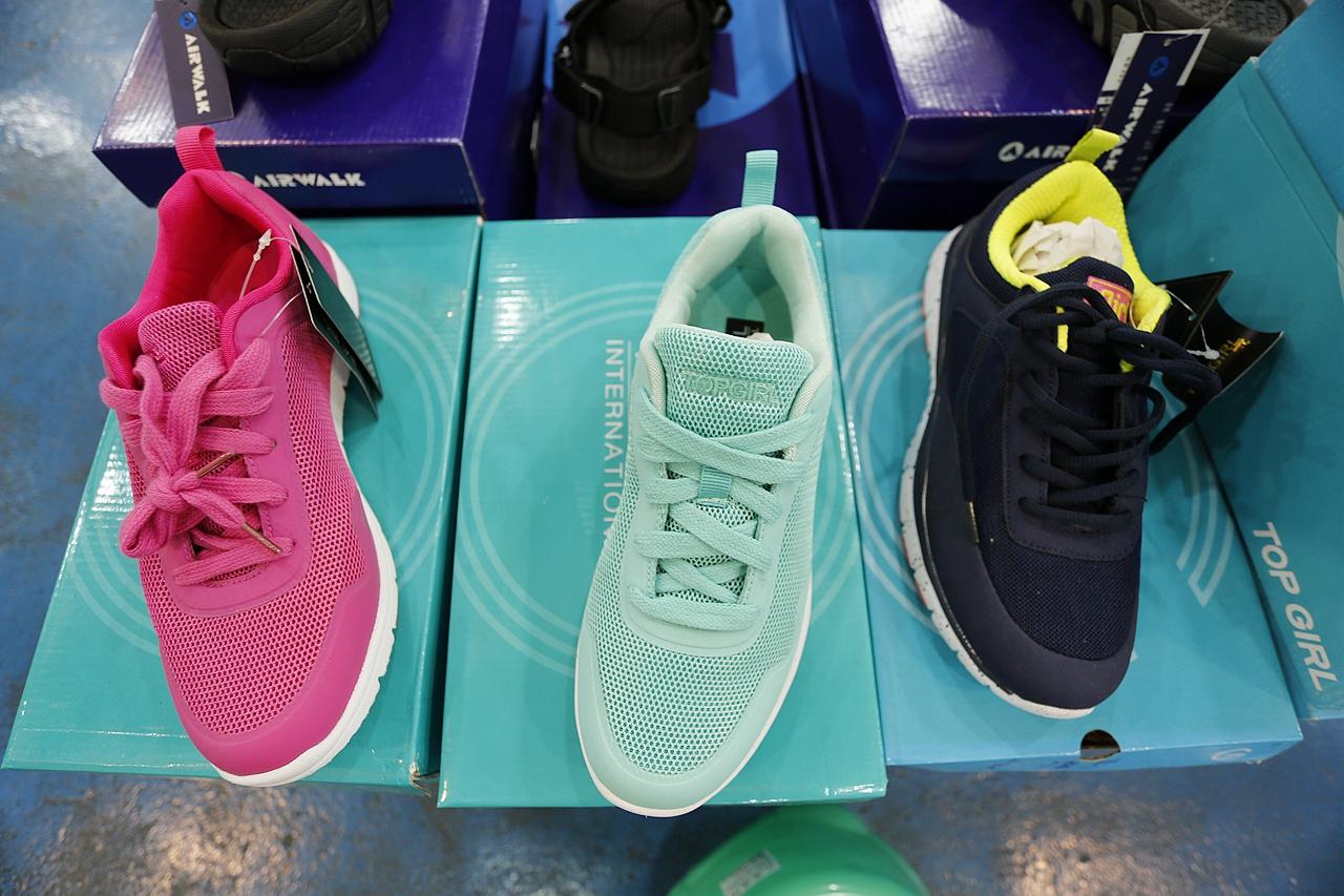 【桃園大有路運動特賣會】NIKE、Adidas、Lotto、運動衣褲4~6折!Levi's上衣一件190元兩件300元、牛仔褲兩件1000元、正版童鞋190元起!超優惠過季商品低價出清! @VIVIYU小世界