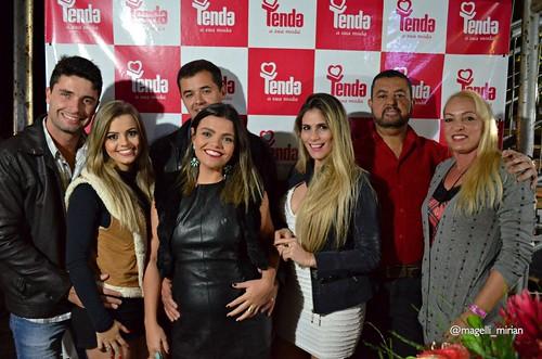 Marilda Bretas, à direita, com equipe Tenda Caratinga
