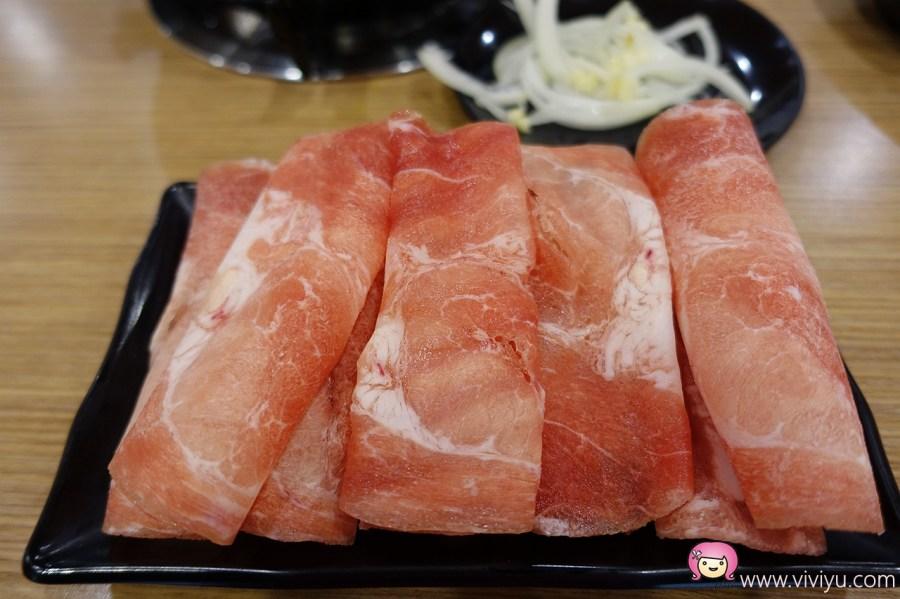 (關門大吉)[八德.美食]半個鍋-個人火烤兩吃鍋物~一次滿足吃火鍋和烤肉兩種願望.平價美食 @VIVIYU小世界