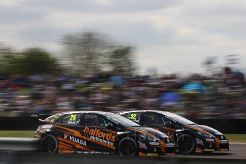 Gordon Shedden and Matt Neal at the Thruxton BTCC round, May 2017
