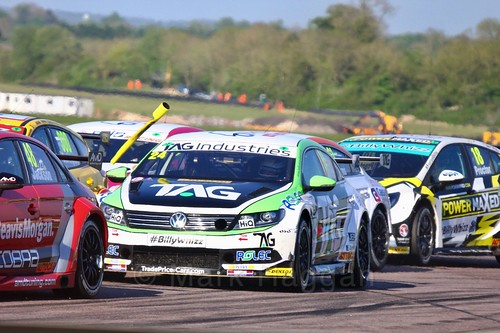 Jake Hill avoids a flying pole at the Thruxton BTCC weekend, May 2017
