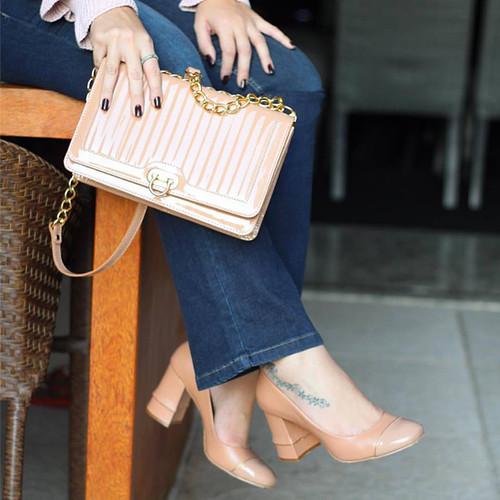 E a Luiza Barcelos segue encantando com suas bolsas e sapatos sofisticados