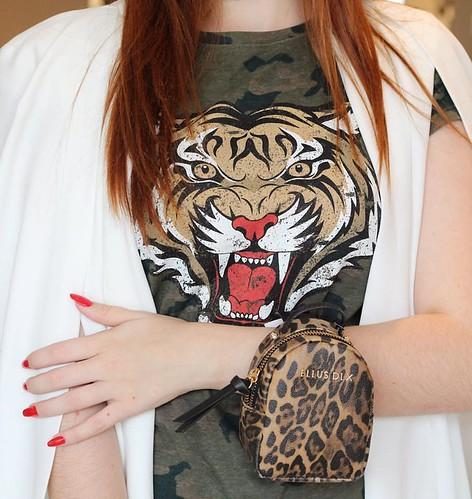 As fashionistas amaram a novidade  MINI Mochila pra usar nos braços