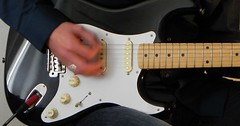 "Die Gitarre. Die Gitarren. Die E-Gitarre. Die E-Gitarren. E-Gitarren sind Elektrogitarren, aber Elektrogitarren sagt niemand. • <a style=""font-size:0.8em;"" href=""http://www.flickr.com/photos/42554185@N00/35291195460/"" target=""_blank"">View on Flickr</a>"