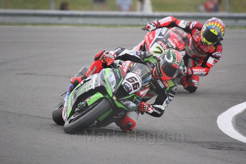 Tom Sykes leads Chaz Davies in World Superbikes at Donington Park, May 2017