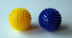 """Der Massageball. Die Massagebälle. Die Massagebälle sehen aus wie kleine Igel, fühlen sich aber viel angenehmer an. :-) • <a style=""""font-size:0.8em;"""" href=""""http://www.flickr.com/photos/42554185@N00/35188781930/"""" target=""""_blank"""">View on Flickr</a>"""