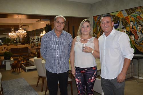 O arquiteto Nivan Reis com Simone e Jucélio, fornecedores da Novo Stilo