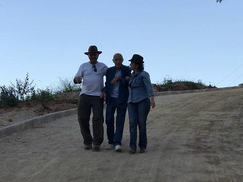 José Carvalho e Cassinha ladeiam Mauro Abreu na descida do mirante do Pico Jacroá