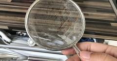 """Das Sieb. Die Siebe. Das Küchensieb. Die Küchensiebe. Ein etwas älteres Küchensieb aus Metall. Mit einem Sieb siebt man Substanzen. • <a style=""""font-size:0.8em;"""" href=""""http://www.flickr.com/photos/42554185@N00/35971296832/"""" target=""""_blank"""">View on Flickr</a>"""
