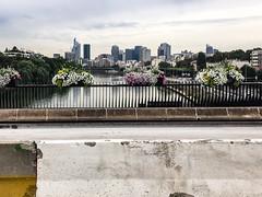 Pont de Levallois. Spot intéressant pour un shooting de La Défense un soir.