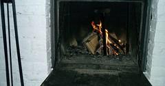 """Der Kamin. Die Kamine. Im offenen Kamin brennt ein Feuer. • <a style=""""font-size:0.8em;"""" href=""""http://www.flickr.com/photos/42554185@N00/36548394716/"""" target=""""_blank"""">View on Flickr</a>"""