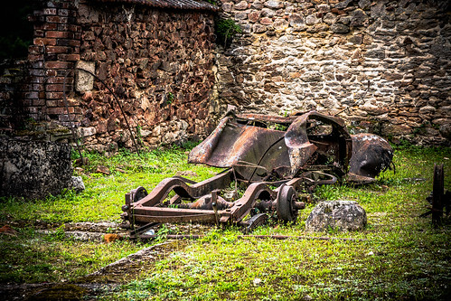 "Oradour sur Glane • <a style=""font-size:0.8em;"" href=""http://www.flickr.com/photos/91404501@N08/36769600952/"" target=""_blank"">View on Flickr</a>"