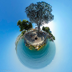 "Garda - Little Planet • <a style=""font-size:0.8em;"" href=""http://www.flickr.com/photos/58574596@N06/36666958196/"" target=""_blank"">View on Flickr</a>"