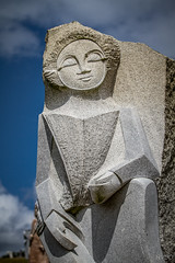 Les visages de pierre VII