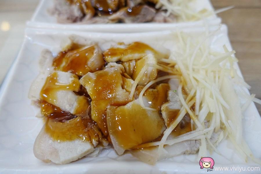 [桃園美食]咕咕雞.火雞肉飯、咖哩飯專賣店~桃園火車站前小吃★銅板美食★ @VIVIYU小世界