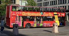 """Der Bus. Die Busse. Der Omnibus. Die Omnibusse. Bei diesem Bus lässt sich sogar das Dach öffnen. Wie bei einem Cabriolet. • <a style=""""font-size:0.8em;"""" href=""""http://www.flickr.com/photos/42554185@N00/37601166206/"""" target=""""_blank"""">View on Flickr</a>"""