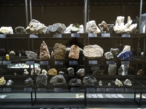 """Museu Blau Barcelona Minerals • <a style=""""font-size:0.8em;"""" href=""""http://www.flickr.com/photos/160223425@N04/27031981599/"""" target=""""_blank"""">View on Flickr</a>"""