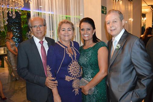 Penha e José Maria recebendo Benedito e Marlene Rocha