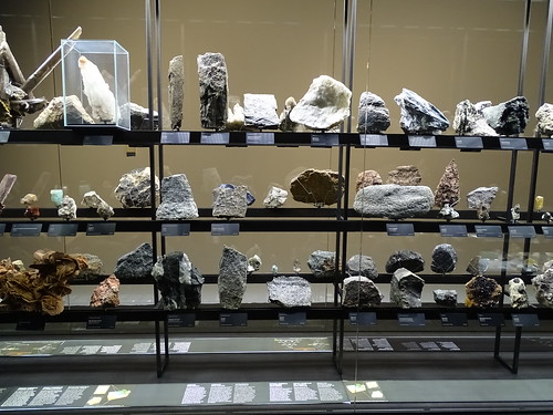 """Museu Blau Barcelona Minerals • <a style=""""font-size:0.8em;"""" href=""""http://www.flickr.com/photos/160223425@N04/27031972059/"""" target=""""_blank"""">View on Flickr</a>"""