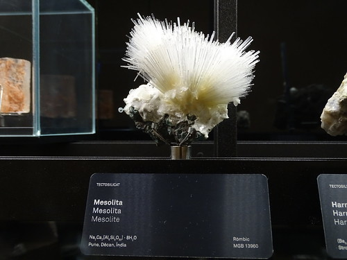 """Museu Blau Barcelona Minerals • <a style=""""font-size:0.8em;"""" href=""""http://www.flickr.com/photos/160223425@N04/38777251672/"""" target=""""_blank"""">View on Flickr</a>"""