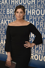 MOUNTAIN VIEW, CA - DECEMBER 03: Mayim Bialik attends the 2018 Breakthrough Prize at NASA Ames Research Center on December 3, 2017 in Mountain View, California. (Photo - Yichuan Cao / Sipa USA)