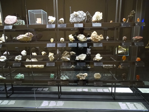 """Museu Blau Barcelona Minerals • <a style=""""font-size:0.8em;"""" href=""""http://www.flickr.com/photos/160223425@N04/38777270402/"""" target=""""_blank"""">View on Flickr</a>"""