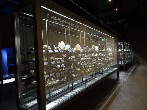 """Museu Blau Barcelona Minerals • <a style=""""font-size:0.8em;"""" href=""""http://www.flickr.com/photos/160223425@N04/23943069197/"""" target=""""_blank"""">View on Flickr</a>"""