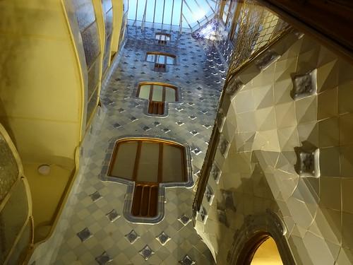 "Casa Batlló Gaudi Barcelona • <a style=""font-size:0.8em;"" href=""http://www.flickr.com/photos/160223425@N04/38092197104/"" target=""_blank"">View on Flickr</a>"