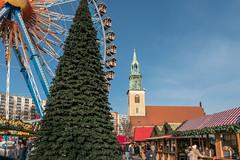 Berlin: Weihnachtsmarkt zwischen Rotem Rathaus und Marienkirche - Christmas Fair between Berlin's City Hall and St. Mary's Church