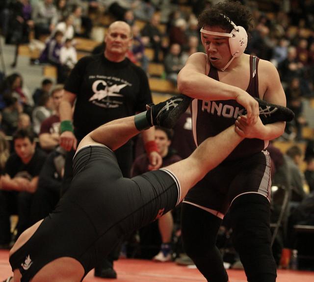 195 - Richie Hammonds (Anoka) over Travis Dohmen (Simley) Fall 4:34 - 171230amk0205