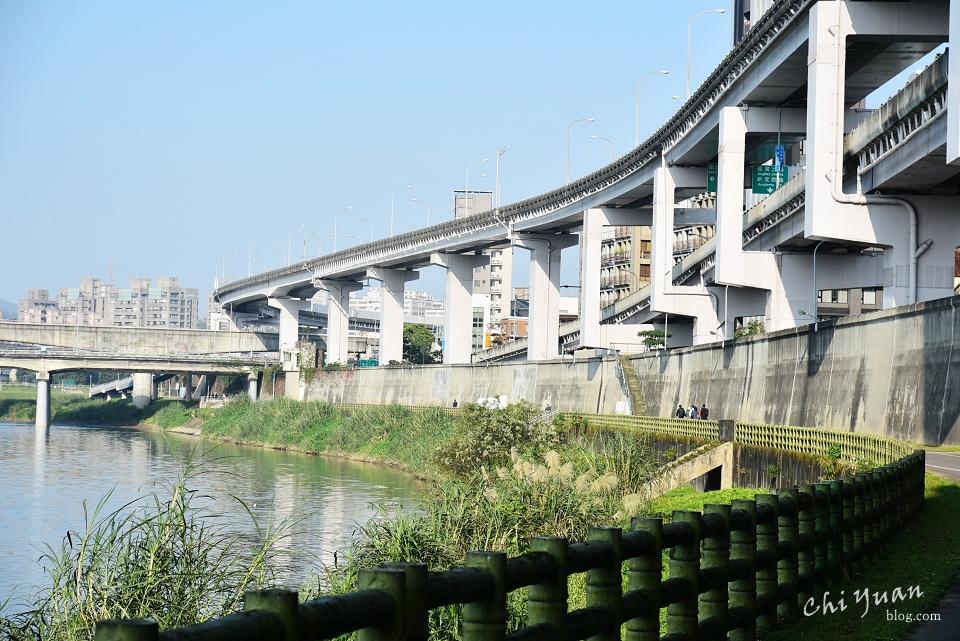 基隆河畔自行車道06.JPG