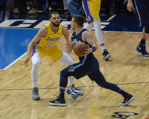 """Los Angeles Lakers vs Dallas Mavericks • <a style=""""font-size:0.8em;"""" href=""""http://www.flickr.com/photos/10266314@N06/24840795267/"""" target=""""_blank"""">View on Flickr</a>"""