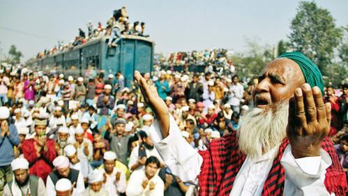 মুসলিম উম্মাহর শান্তি-সমৃদ্ধি কামনায় শেষ হলো বিশ্ব ইজতেমা