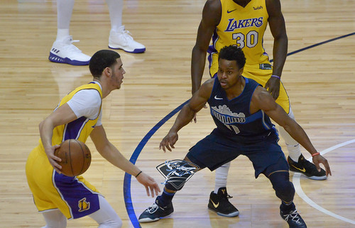 """Los Angeles Lakers vs Dallas Mavericks • <a style=""""font-size:0.8em;"""" href=""""http://www.flickr.com/photos/10266314@N06/25837604728/"""" target=""""_blank"""">View on Flickr</a>"""