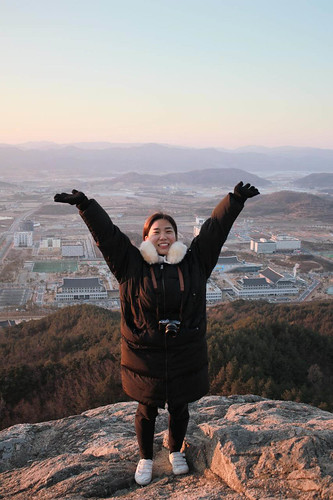 Climbing Geom-moo mountain for sunrise_MDY_180101_88
