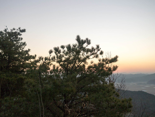 Climbing Geom-moo mountain for sunrise_MDY_180101_39