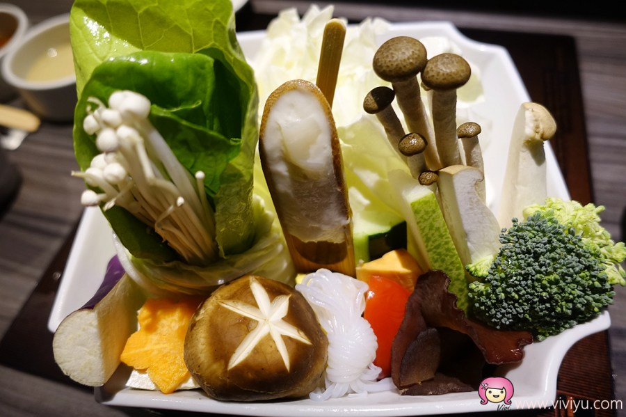 [桃園美食]恆八味屋日式鍋物桃園二店~全新裝潢.日式包廂.濃濃牛奶湯醇香 @VIVIYU小世界