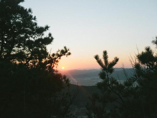 Climbing Geom-moo mountain for sunrise_MDY_180101_51