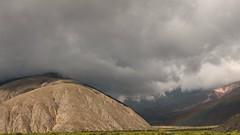 Entre nubes y arcoíris en Volcán